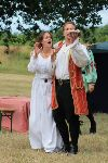 Petruchio demonstrates plate juggling to Kate